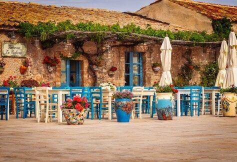 restaurant-3492711_640